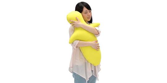 hugvie-huggable-robotic-toy-1